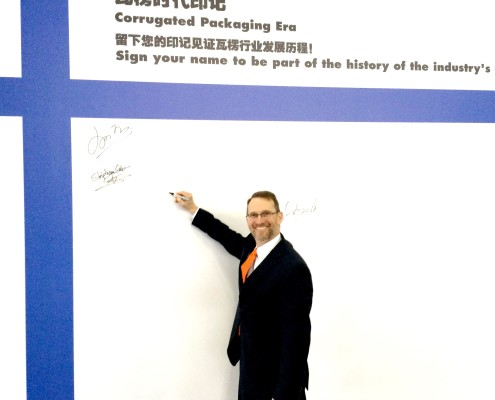 Flexo Concepts - President Kevin McLaughlin signs the welcome board